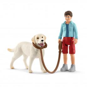 Schleich 42478 Wandeling met labrador retriever